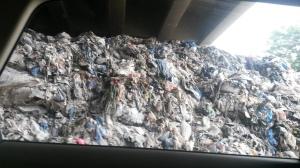 Montagne d'ordures sous un pont, Maameltein.
