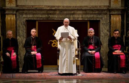 Le-pape-Francois-adresse-Curie-romaine-22-decembre-2014_0_730_390